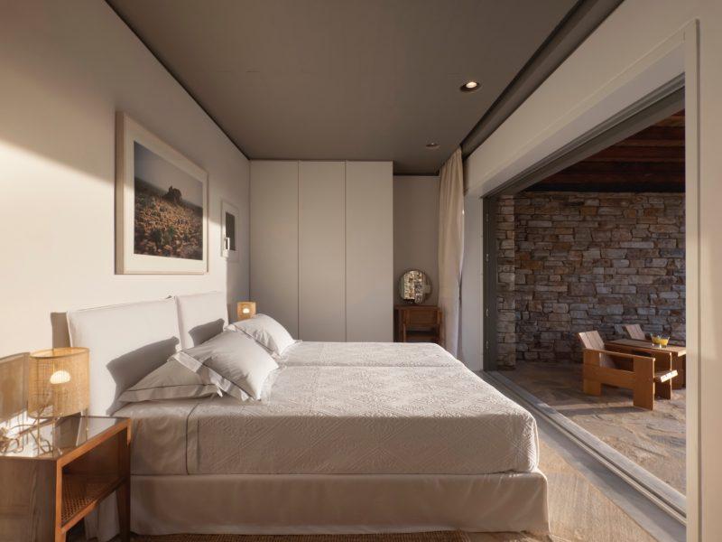 Antiparos_bedbathbedroom3a